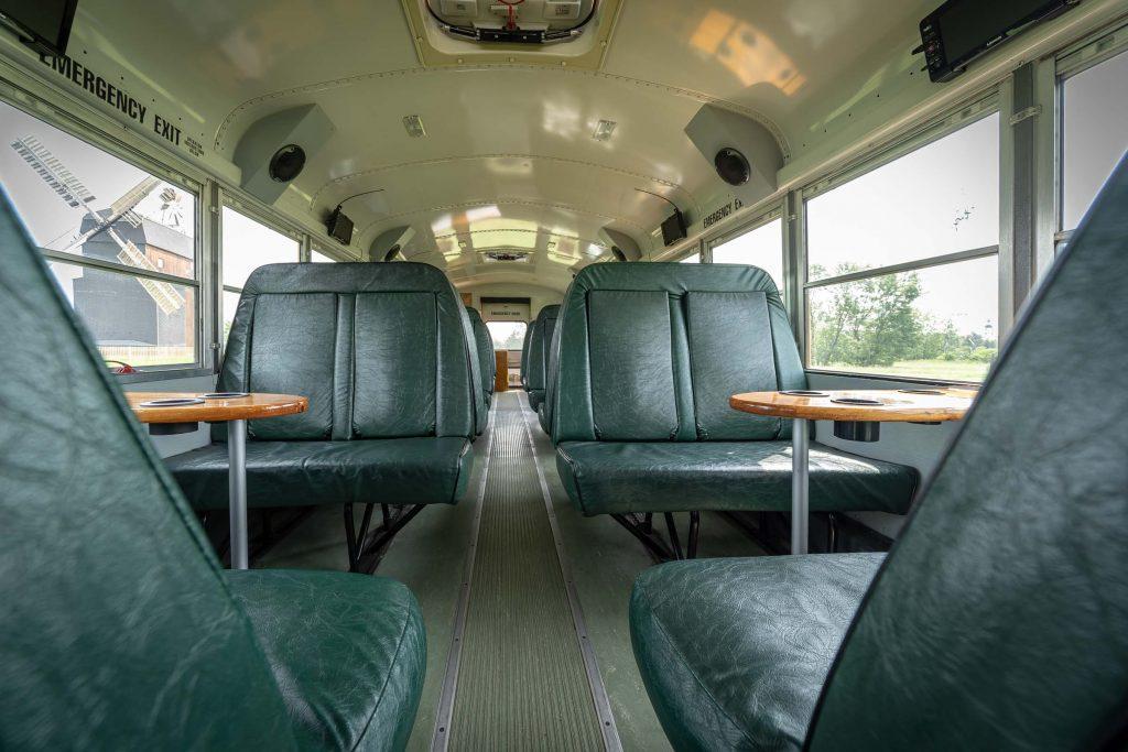 Erlebnisdorf Elbe Parey American School Bus Sitzplätze