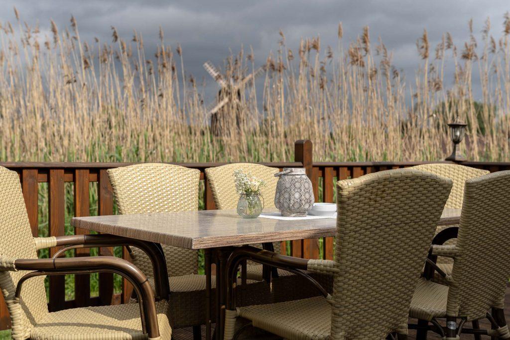 Erlebnisdorf Elbe Parey Strandhaus Restaurant im freien